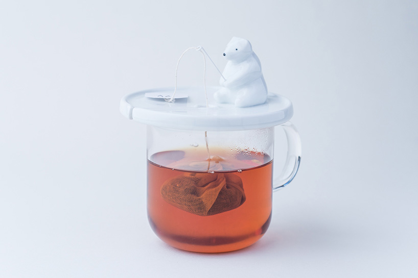 necktie-polar-bear-tea-bag-holder-shirokuma-designboom-01